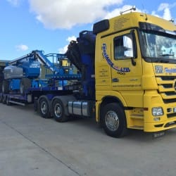 Low loader with boom lift